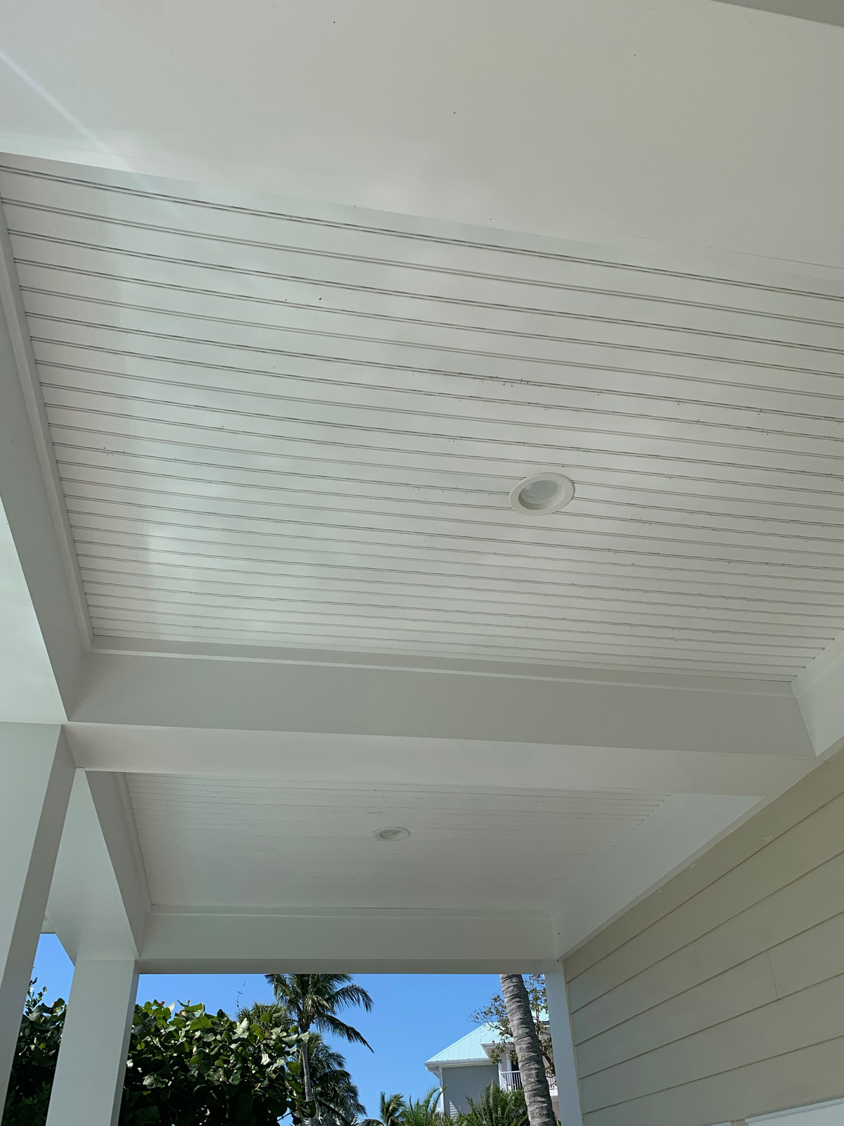 Lower deck ceiling finish
